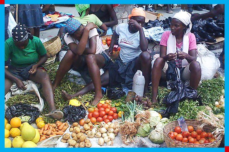 Commerce informel : rôles des femmes et leur support dans le maintien de la survie de l'économie.